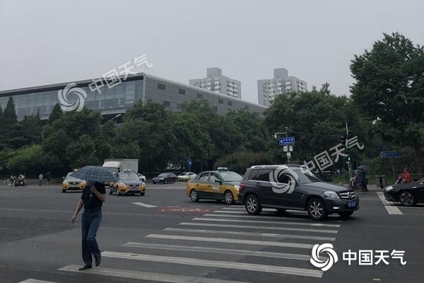 北京今夜到明天将有中雨局地暴雨 今晚对流较强减少外出