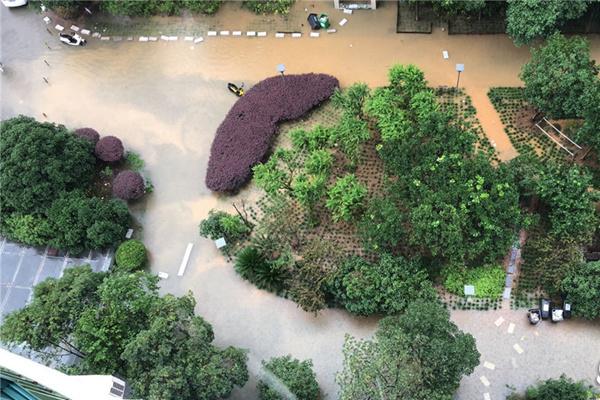 高考期间长江中下游暴雨连连 高温闷热南北夹击