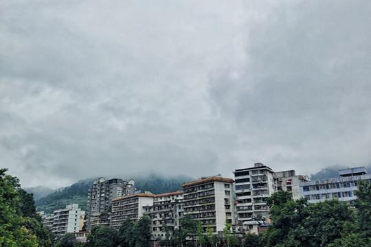"""南方强降雨今明天进入最强时段 华南高温闷热继续""""打卡"""""""