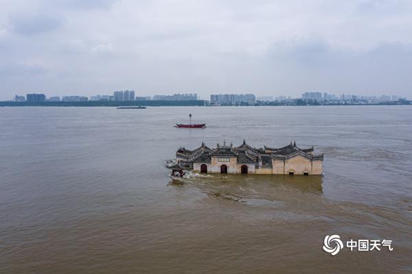 长江流域强降雨持续 三伏天开启江南华南高温广泛