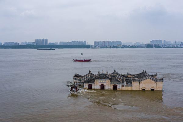 长江流域强降雨持续 江南华南高温开启三伏天
