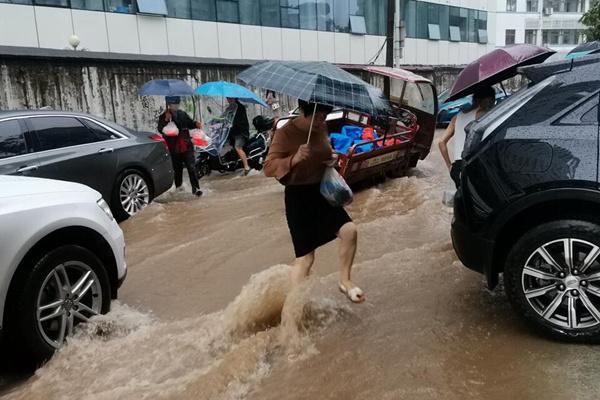 长江流域强降雨周末不停歇 8省区高温持续