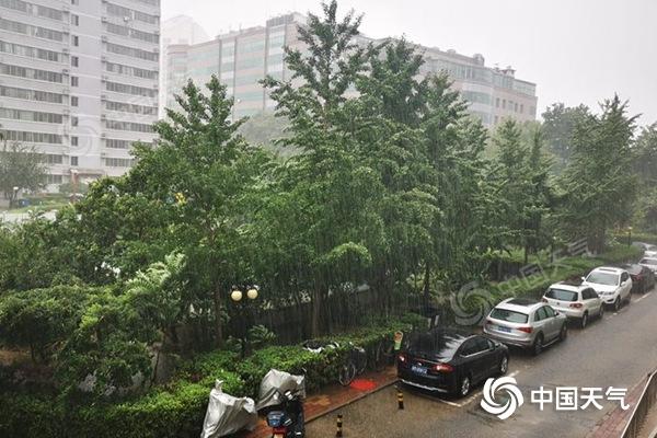 雨哗哗!北京朝阳四元桥三小时浇下107毫米 降雨持续晚高峰压力大
