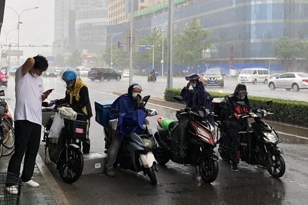 暴雨!大暴雨!山东强降雨来袭 鲁西北鲁中等地局地雨势猛