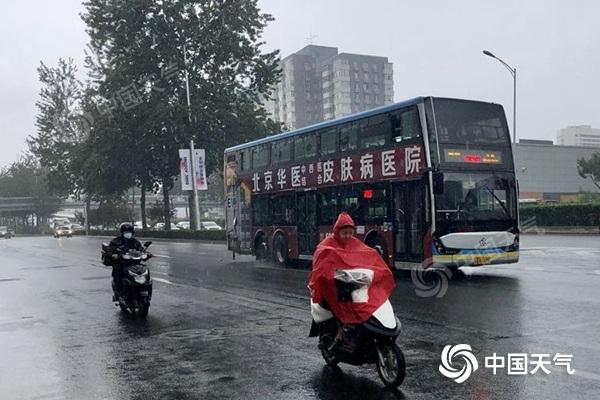 南方强降雨今日达到鼎盛 长江中下游湿凉华南维持闷热