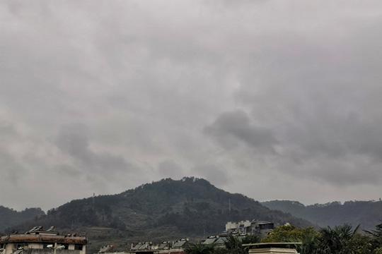 """南方大部阴雨频繁气温低迷 华北今明天雾和霾""""见缝插针"""""""