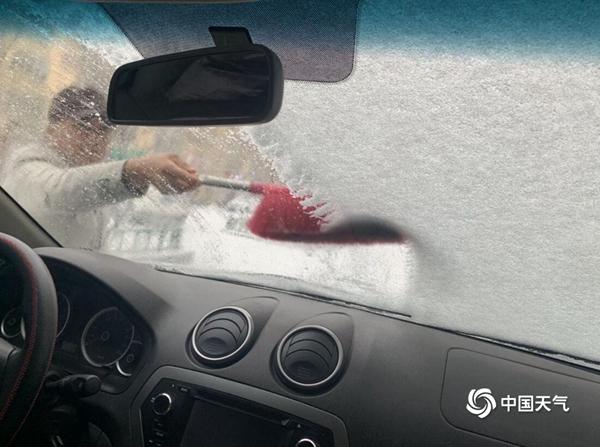 雪天行车危险指数高 模拟实验告诉你冰雪天刹车有多难?