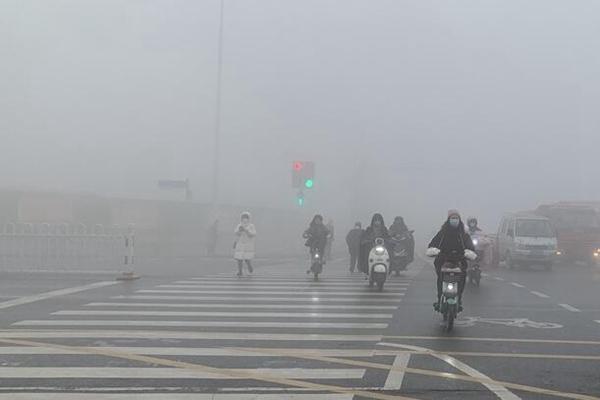 """華北黃淮霧和霾持續 周末起氣溫""""跳水"""""""