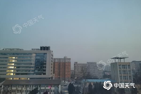 今天北京冷意袭人早上有轻雾 明夜至25日白天或有弱降雪