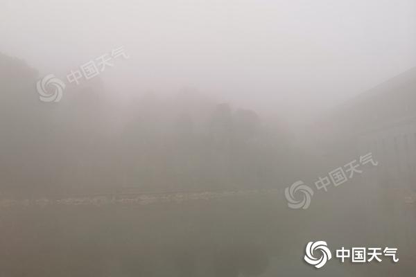 """湖南未来三天阴雨发展湿冷""""上线"""" 长沙明日最高温跌破10℃"""