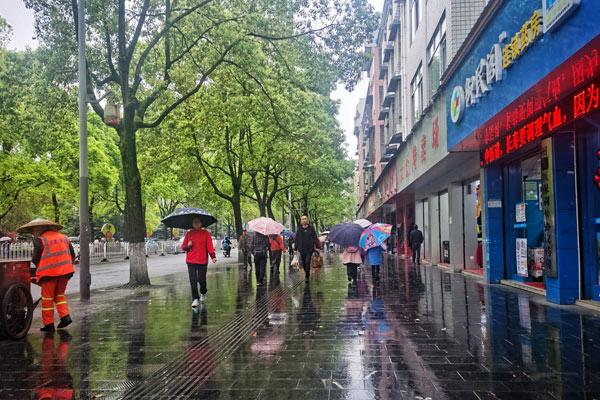 江南华南局地有暴雨 东北气温起伏大