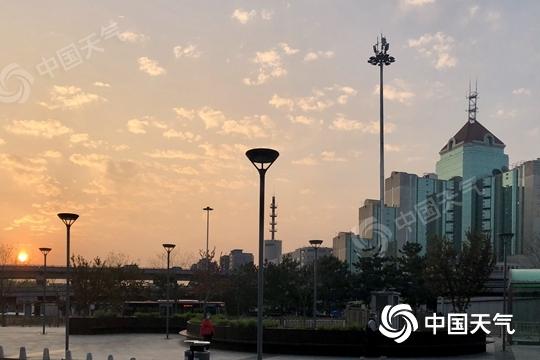 北京今天白天晴暖持续 夜间起部分地区有弱降水