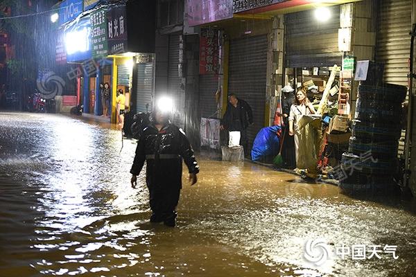 """未来三天重庆雨水""""登场"""" 今天雨势强劲局地将现暴雨"""