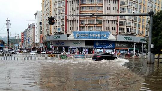 中 此�r东部大范围降雨最强时段来临 局地大暴雨就是因�楹谏防爪啤�