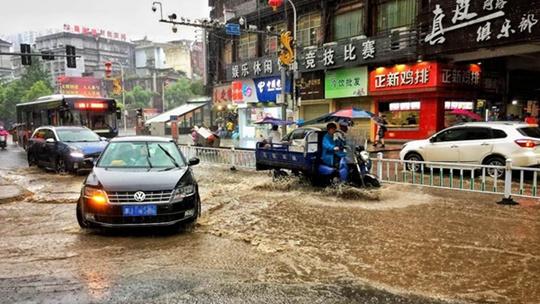 热带扰动致华南多风雨 北方高温范围扩大