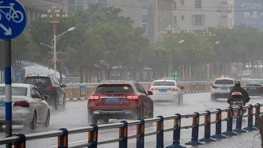 西南地區強降雨來襲 華南高溫繼續營業