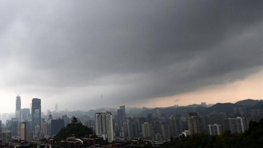 南方強降雨區域東擴 東北秋意漸顯