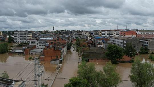 """南方強降雨持續""""在線"""" 長江中下游等地氣溫偏低"""