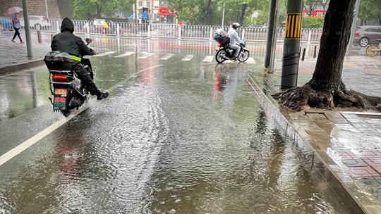 遼寧山東等地有大到暴雨 江南華南悶熱難消