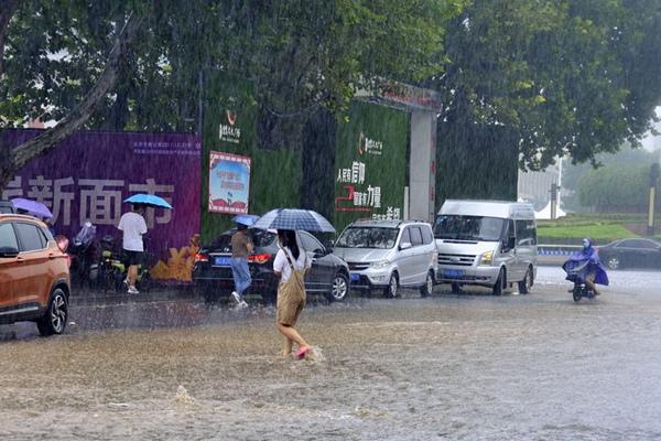強降雨帶南壓 湖北湖南等地暴雨如注