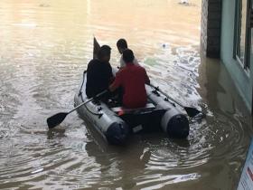 強降雨來襲 浙江青田??阪偡e水嚴重市民劃船出行