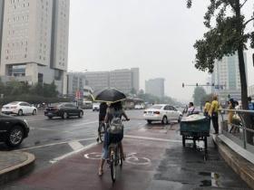 降雨开始影响北京城区 夜间雨势增强局地暴雨快回家