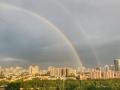 """北京晚高峰遇""""急雨"""" 雨后现彩虹"""