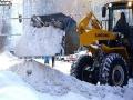 风雪过后 哈尔滨民众忙清雪保畅通