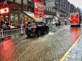 湖南凤凰部分地区遭遇暴雨 低洼路段积水河水上涨