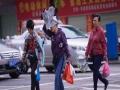 """台风""""圆规""""携手冷空气影响广西钦州 大风阻市民出行"""