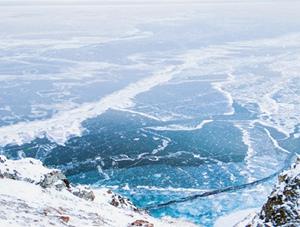 来一场梦幻之旅 感受贝加尔湖蓝冰的纯净之美