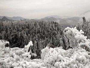 安徽大别山区冰雪异景