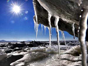辽东湾大面积海冰 场面震撼