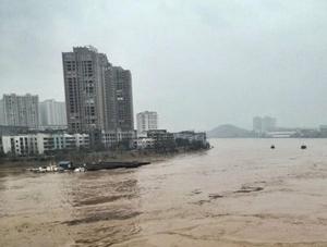 """湖南永州强降雨致水位暴涨 湘江变""""黄河"""""""