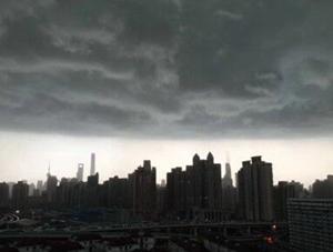 震撼似大片!上海天空秒变黑夜