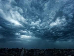 南宁黑云压城昼如夜 强降雨将至