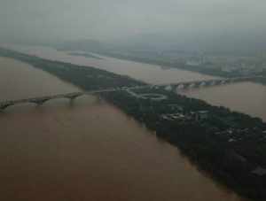 强降雨致湘江水位暴涨 橘子洲景区紧急闭园