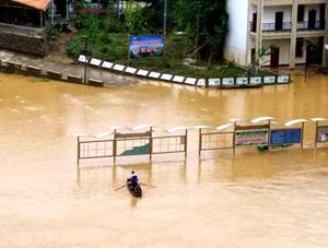 广西融安局地遭遇特大暴雨 乡镇变泽国