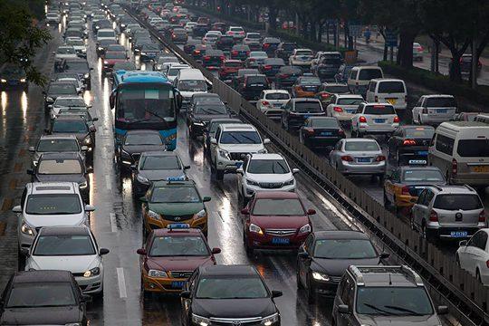 雨中告别三伏天 北京今晨迎降雨影响早高峰