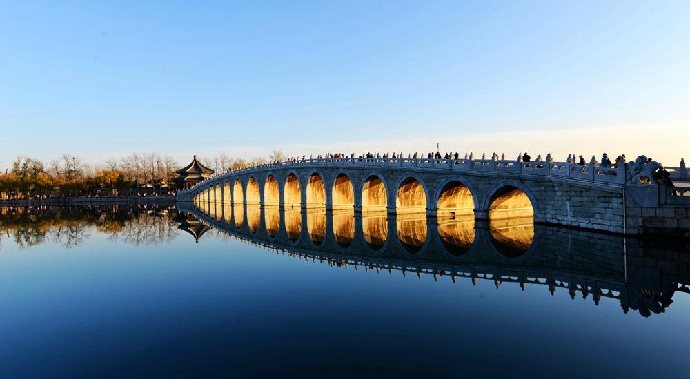 難得一見!北京頤和園現金光穿洞光影奇景