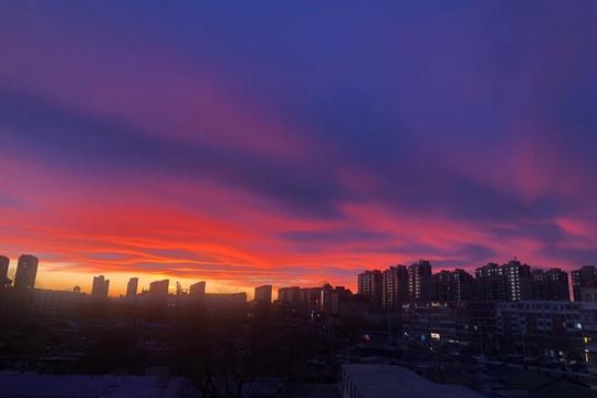 惊艳天空!内蒙古乌兰浩特火烧云绚烂夺目