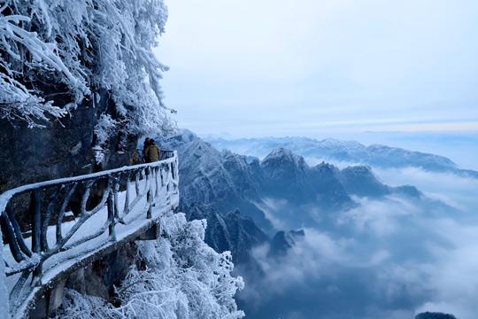 张家界:天门山雾凇云海闹新年
