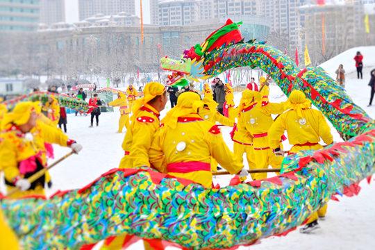 辽宁本溪太子河畔金龙起舞迎瑞雪
