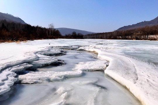 黑龙江:冰雪中的镜泊湖
