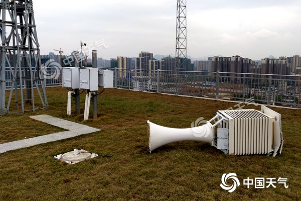 冷暖空气碰撞 桂林临桂区罕见17级大风破历史记录