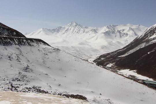 甘肃气象人深入祁连山腹地考察冰川变化