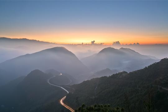 壮观!贵州六盘水 春晖映山河