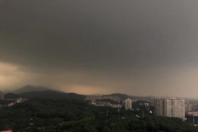 周末雨不休√ 强降雨强对流盘踞江南华南