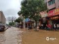 怀集县怀城镇工业大道水浸,市民出行不便。