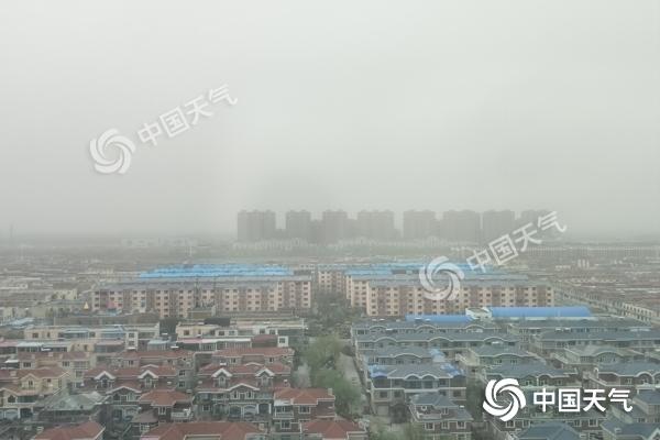 内蒙古多地迎大风沙尘天气  空气质量差